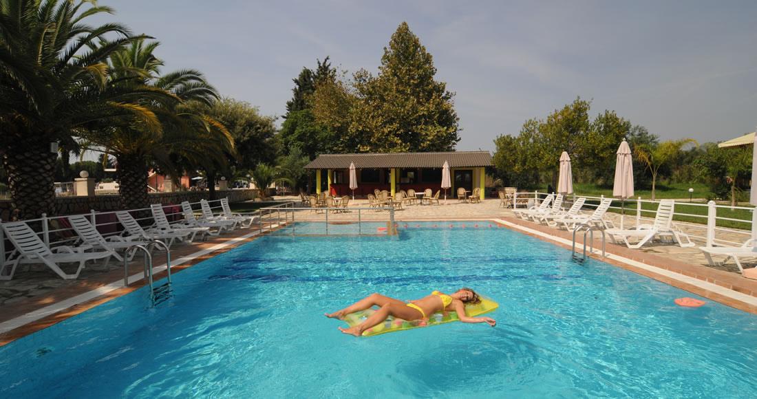 hotel-pool2